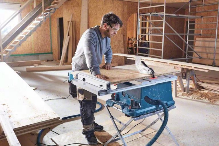 Bosch GTS 635-216 Table Saw Side View
